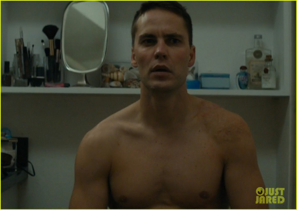 taylor-kitsch-shirtless-butt-true-detective-03