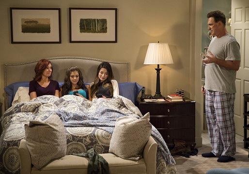 CROWDED -- Pilot -- Pictured: (l-r) Carrie Preston as Martina, Mia Serafino as Stella, Miranda Cosgrove as Shea, Patrick Warburton as Mike -- (Photo by: Justin Lubin/NBC)